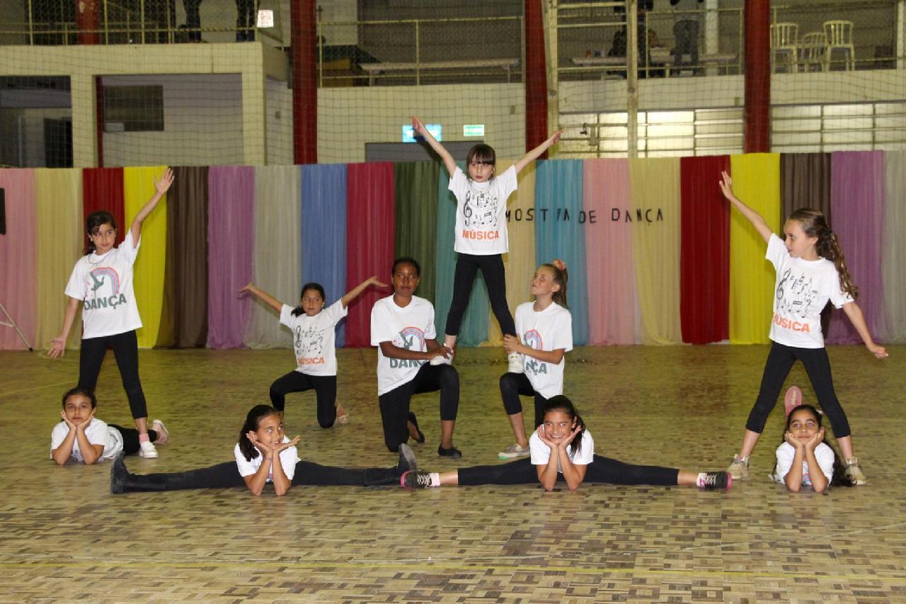 #57Anos: 1ª Mostra de Dança de Piên reúne treze grupos locais e regionais